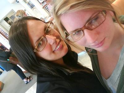 Jag och Nathalie i samma sorts bågar ^^